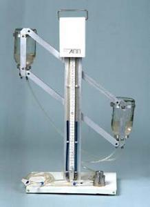 Аппарат для пневмоторакса и пневмоперитонеума АПП-400-01.